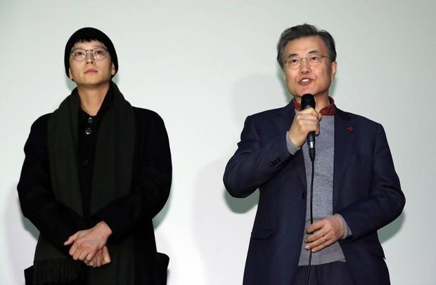 Bộ phim khiến Tổng thống Hàn Quốc rơi lệ soán ngôi Thử Thách Thần Chết tại phòng vé - Ảnh 3.