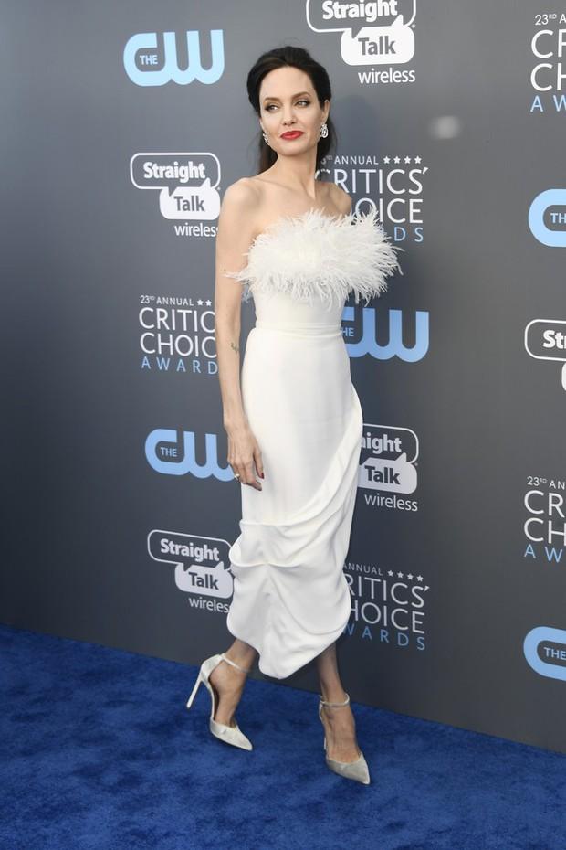 Cuộc chiến nhan sắc không cân sức giữa Angelina Jolie, Wonder Woman và dàn mỹ nhân trên thảm xanh - Ảnh 3.