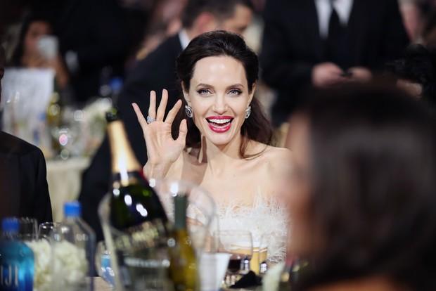 Loạt ảnh chứng minh ở tuổi 42, Angelina Jolie vẫn là báu vật nhan sắc của nước Mỹ không ai bì được - Ảnh 8.