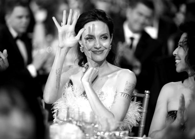 Loạt ảnh chứng minh ở tuổi 42, Angelina Jolie vẫn là báu vật nhan sắc của nước Mỹ không ai bì được - Ảnh 5.