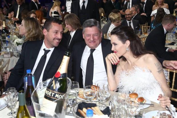 Loạt ảnh chứng minh ở tuổi 42, Angelina Jolie vẫn là báu vật nhan sắc của nước Mỹ không ai bì được - Ảnh 12.