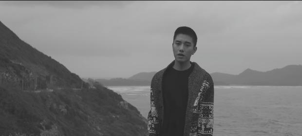 Không còn là hot boy đậm màu sắc Kpop, Juun Đăng Dũng hướng đến hình ảnh lãng tử trong MV mới - Ảnh 2.
