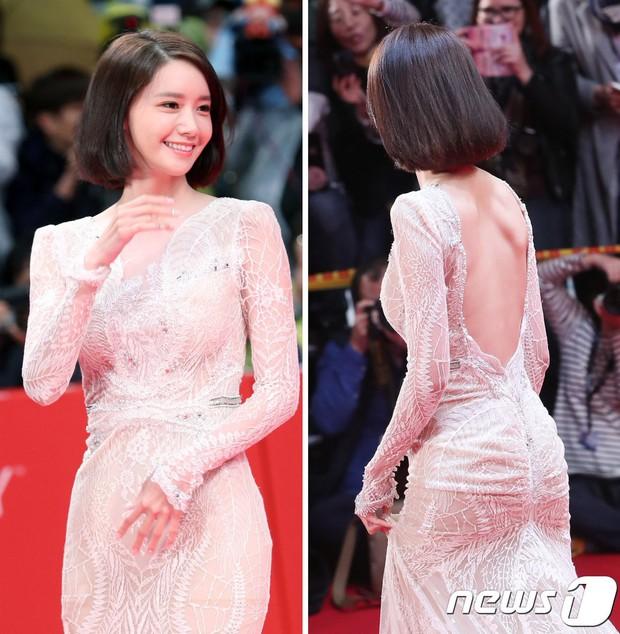Không chỉ có scandal, các sao Hàn còn có 11 cột mốc thời trang đáng nhớ trong suốt năm qua - Ảnh 10.