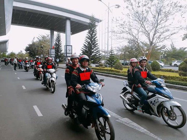 Bố mẹ và người dân Đăk Lăk diện trang phục truyền thống, nô nức đón Tân Hoa hậu HHen Niê trở về quê hương - Ảnh 11.