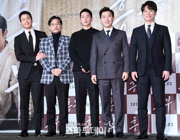 Sao Reply 1994 nén nước mắt khi nói về cố diễn viên Kim Joo Hyuk - Ảnh 1.
