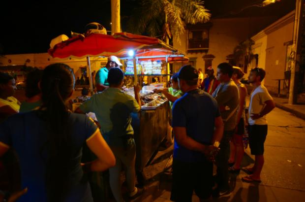 CNN vinh danh 23 khu ẩm thực đường phố đặc sắc nhất thế giới, Việt Nam tự hào có đại diện trong danh sách này - Ảnh 12.