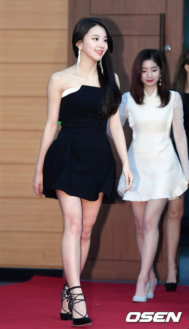 Thảm đỏ Golden Disc Awards: Bạn gái cũ Hyunbin trễ nải khoe ngực đầy bên Taeyeon diêm dúa, EXO và BTS đọ vẻ điển trai - Ảnh 12.