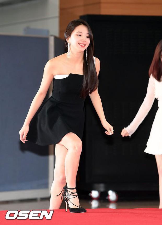 Thảm đỏ Golden Disc Awards: Bạn gái cũ Hyunbin trễ nải khoe ngực đầy bên Taeyeon diêm dúa, EXO và BTS đọ vẻ điển trai - Ảnh 14.