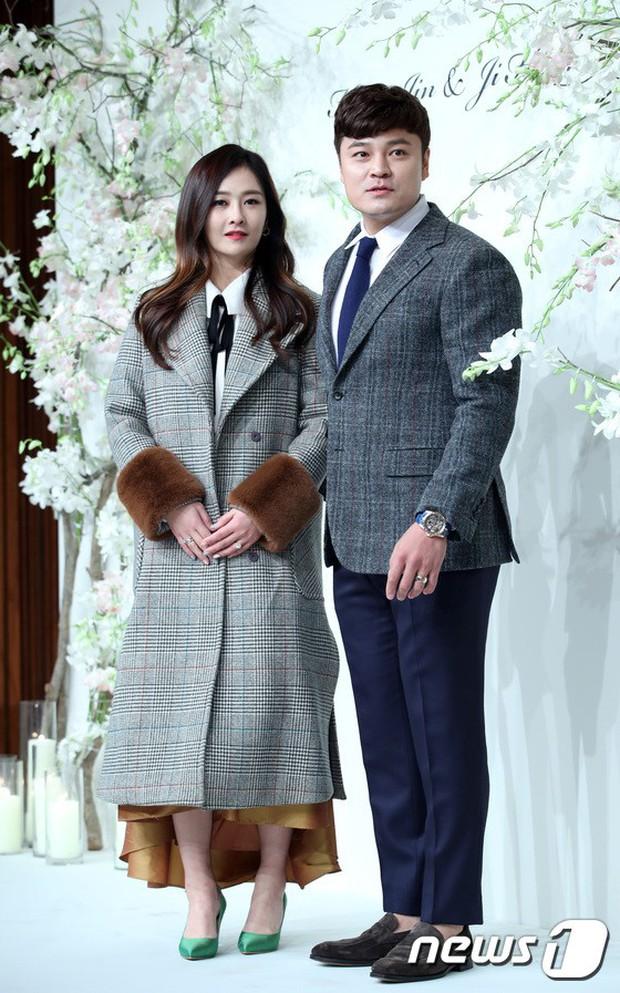 Đám cưới hội tụ toàn sao khủng: Lee Kwang Soo bỗng điển trai, Phạm Băng Băng Hàn Quốc bị mỹ nhân vô danh đè bẹp - Ảnh 29.