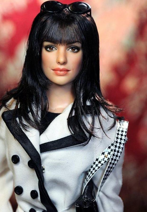 Người đẹp có đôi mắt biết nói Anne Hathaway hóa thân thành búp bê nhựa Barbie? - Ảnh 2.