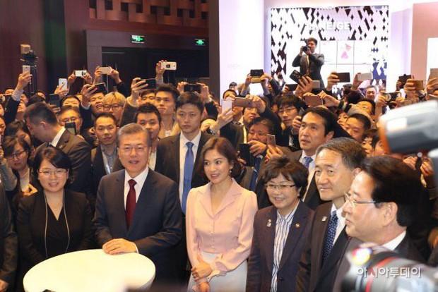 Sau vợ Song Hye Kyo, đến lượt Song Joong Ki lịch lãm, điển trai dự sự kiện tầm cỡ cùng Tổng thống Hàn - Ảnh 16.