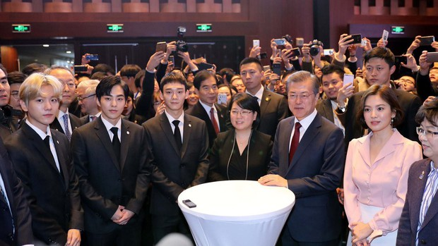 Sau vợ Song Hye Kyo, đến lượt Song Joong Ki lịch lãm, điển trai dự sự kiện tầm cỡ cùng Tổng thống Hàn - Ảnh 17.