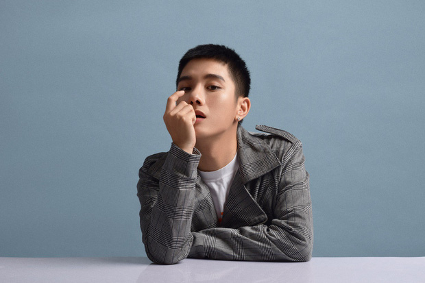 Không còn là hot boy đậm màu sắc Kpop, Juun Đăng Dũng hướng đến hình ảnh lãng tử trong MV mới - Ảnh 4.