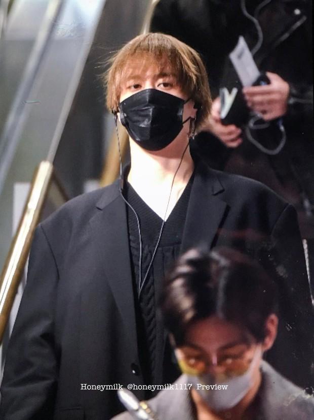 GOT7 tại sân bay Hàn sang Việt Nam: Bambam sành điệu, JB và Jinyoung bịt khẩu trang vẫn điển trai khó cưỡng - Ảnh 11.