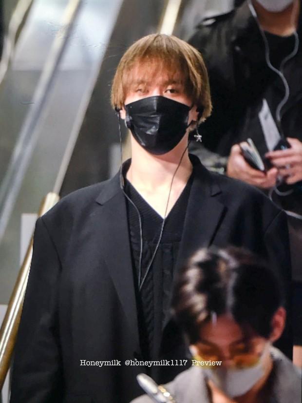 GOT7 tại sân bay Hàn sang Việt Nam: Bambam sành điệu, JB và Jinyoung bịt khẩu trang vẫn điển trai khó cưỡng - Ảnh 12.
