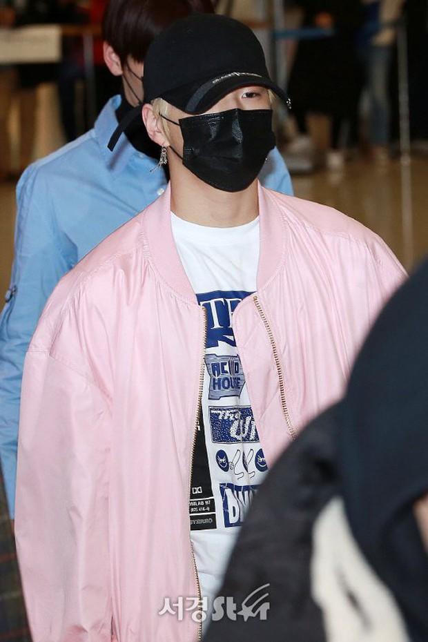 Dàn trai đẹp Wanna One khiến sân bay náo loạn vì chật kín fan, mỹ nam nhóm NUEST lại đẹp hơn cả con gái - Ảnh 7.