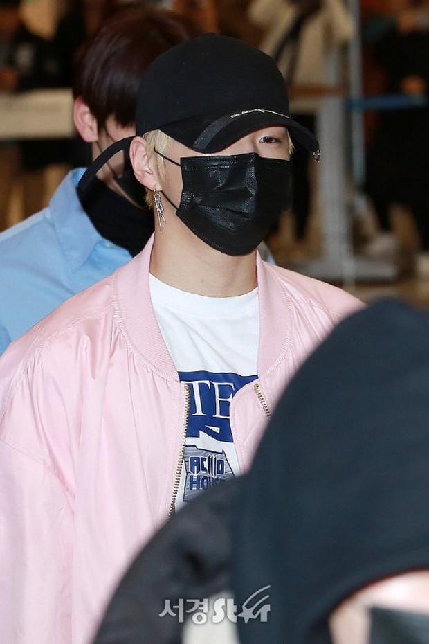 Dàn trai đẹp Wanna One khiến sân bay náo loạn vì chật kín fan, mỹ nam nhóm NUEST lại đẹp hơn cả con gái - Ảnh 8.