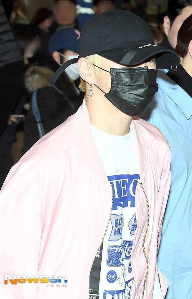 Dàn trai đẹp Wanna One khiến sân bay náo loạn vì chật kín fan, mỹ nam nhóm NUEST lại đẹp hơn cả con gái - Ảnh 9.
