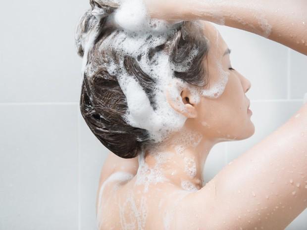 Gội đầu sạch mà tóc vẫn gàu chắc hẳn là vì những lý do này đây - Ảnh 4.