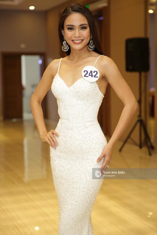 42 thí sinh Hoa hậu Hoàn vũ VN xuất hiện rạng rỡ tại họp báo, BTC công bố vương miện dành riêng cho Á hậu - Ảnh 7.