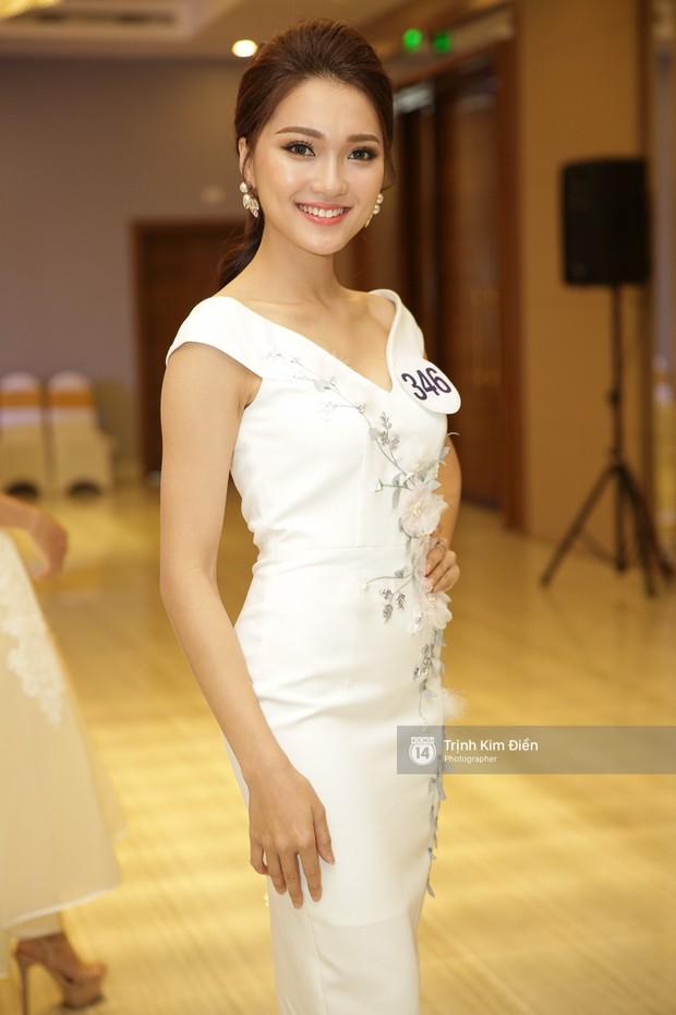 42 thí sinh Hoa hậu Hoàn vũ VN xuất hiện rạng rỡ tại họp báo, BTC công bố vương miện dành riêng cho Á hậu - Ảnh 8.