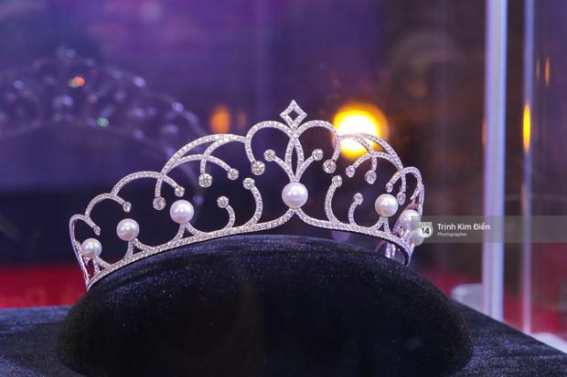 42 thí sinh Hoa hậu Hoàn vũ VN xuất hiện rạng rỡ tại họp báo, BTC công bố vương miện dành riêng cho Á hậu - Ảnh 3.