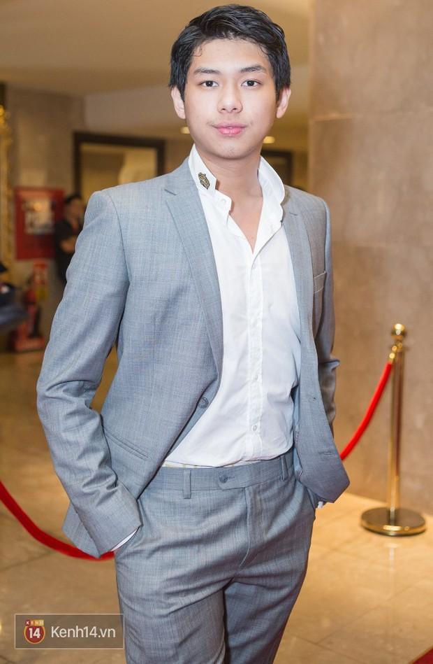 Thiếu gia út nhà chồng Tăng Thanh Hà đã cao đến 1m83 và ngày càng bảnh bao - Ảnh 4.
