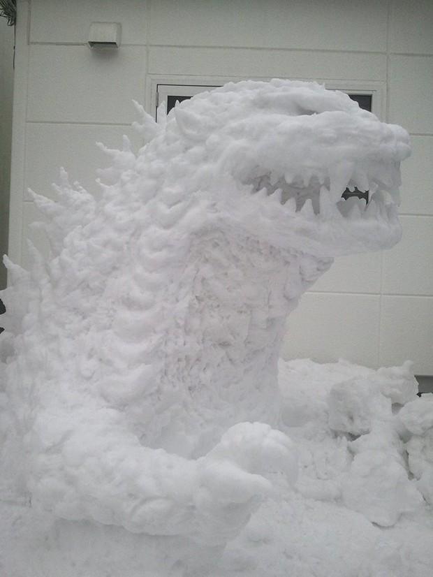 Tuyết rơi dày kỷ lục ở Nhật Bản, người dân đã vô tình tạc nên những bức tượng đẹp tới không ngờ - Ảnh 9.