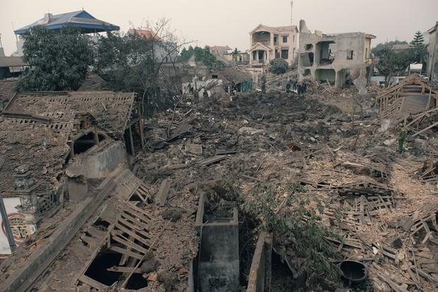 Chùm ảnh một ngày sau vụ nổ kinh hoàng ở Bắc Ninh: Làng Quan Độ tan tác, người dân sống trong sợ hãi - Ảnh 1.