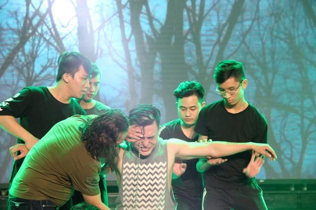 Đạo diễn Lê Hoàng phản đối việc thí sinh biểu diễn rùng rợn, móc cầu sắt vào mắt trên truyền hình - Ảnh 4.