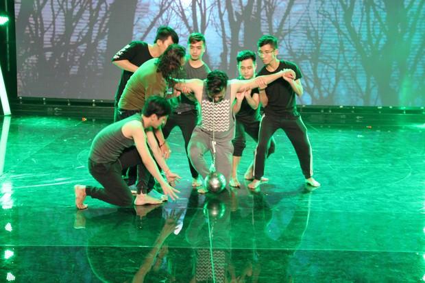 Đạo diễn Lê Hoàng phản đối việc thí sinh biểu diễn rùng rợn, móc cầu sắt vào mắt trên truyền hình - Ảnh 5.