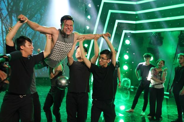 Đạo diễn Lê Hoàng phản đối việc thí sinh biểu diễn rùng rợn, móc cầu sắt vào mắt trên truyền hình - Ảnh 6.