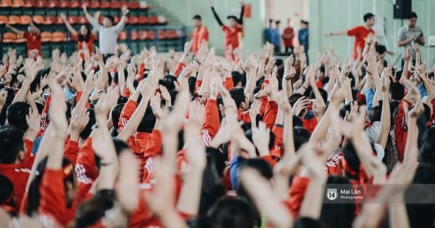 Sinh viên và loạt khoảnh khắc cảm xúc đến khó quên trong trận bán kết lịch sử Việt Nam - Qatar - Ảnh 2.