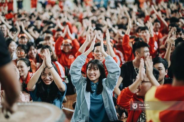 Sinh viên và loạt khoảnh khắc cảm xúc đến khó quên trong trận bán kết lịch sử Việt Nam - Qatar - Ảnh 3.
