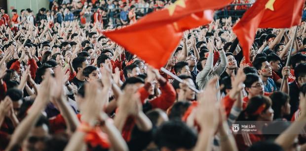 Sinh viên và loạt khoảnh khắc cảm xúc đến khó quên trong trận bán kết lịch sử Việt Nam - Qatar - Ảnh 1.