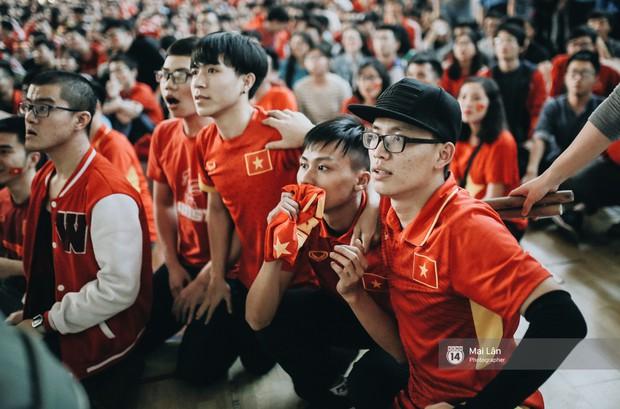 Sinh viên và loạt khoảnh khắc cảm xúc đến khó quên trong trận bán kết lịch sử Việt Nam - Qatar - Ảnh 7.