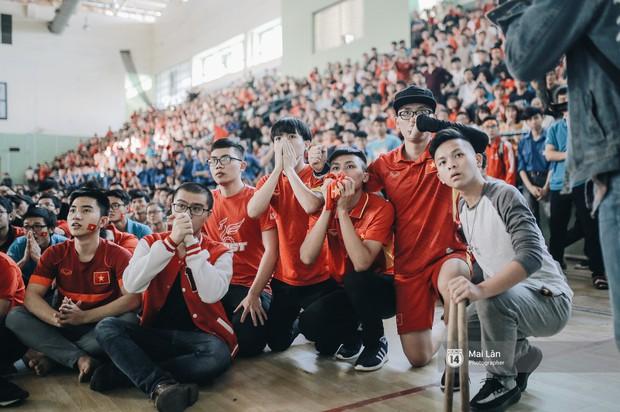 Sinh viên và loạt khoảnh khắc cảm xúc đến khó quên trong trận bán kết lịch sử Việt Nam - Qatar - Ảnh 11.