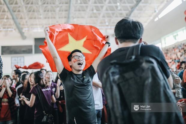 Sinh viên và loạt khoảnh khắc cảm xúc đến khó quên trong trận bán kết lịch sử Việt Nam - Qatar - Ảnh 14.