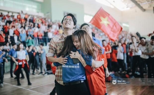 Sinh viên và loạt khoảnh khắc cảm xúc đến khó quên trong trận bán kết lịch sử Việt Nam - Qatar - Ảnh 15.