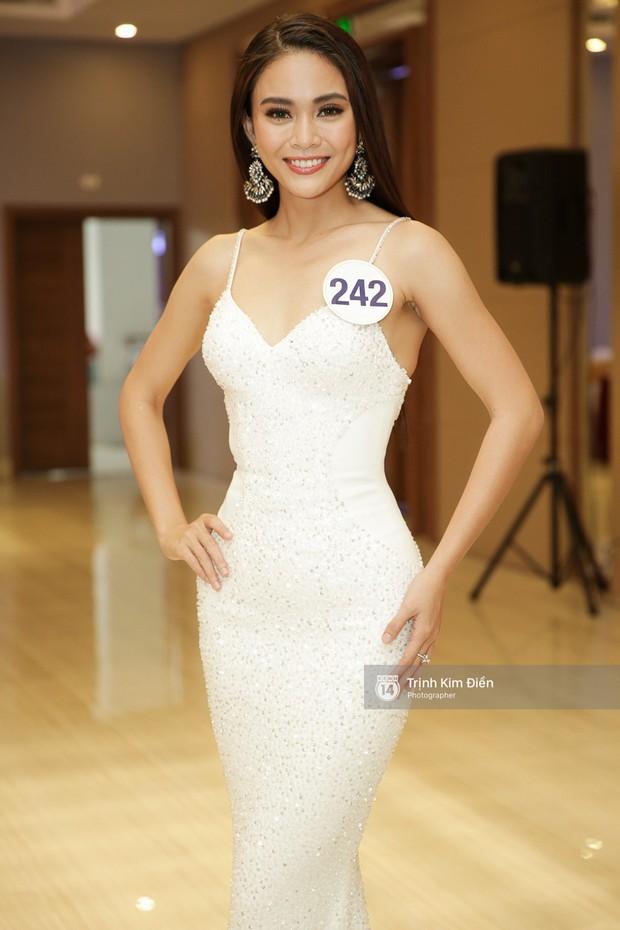 Bị đối thủ giẫm lên váy, tỏ thái độ tại Hoa hậu Hoàn vũ, đây là cách xử lý cao tay của Mâu Thủy? - Ảnh 5.