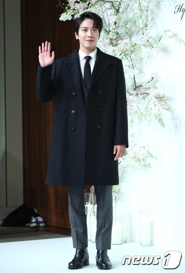 Đám cưới hội tụ toàn sao khủng: Lee Kwang Soo bỗng điển trai, Phạm Băng Băng Hàn Quốc bị mỹ nhân vô danh đè bẹp - Ảnh 18.