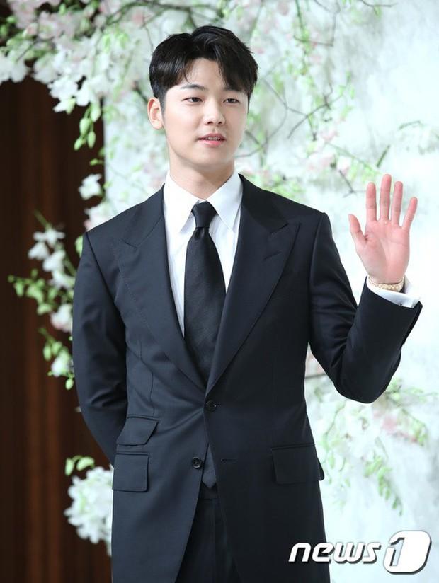 Đám cưới hội tụ toàn sao khủng: Lee Kwang Soo bỗng điển trai, Phạm Băng Băng Hàn Quốc bị mỹ nhân vô danh đè bẹp - Ảnh 17.