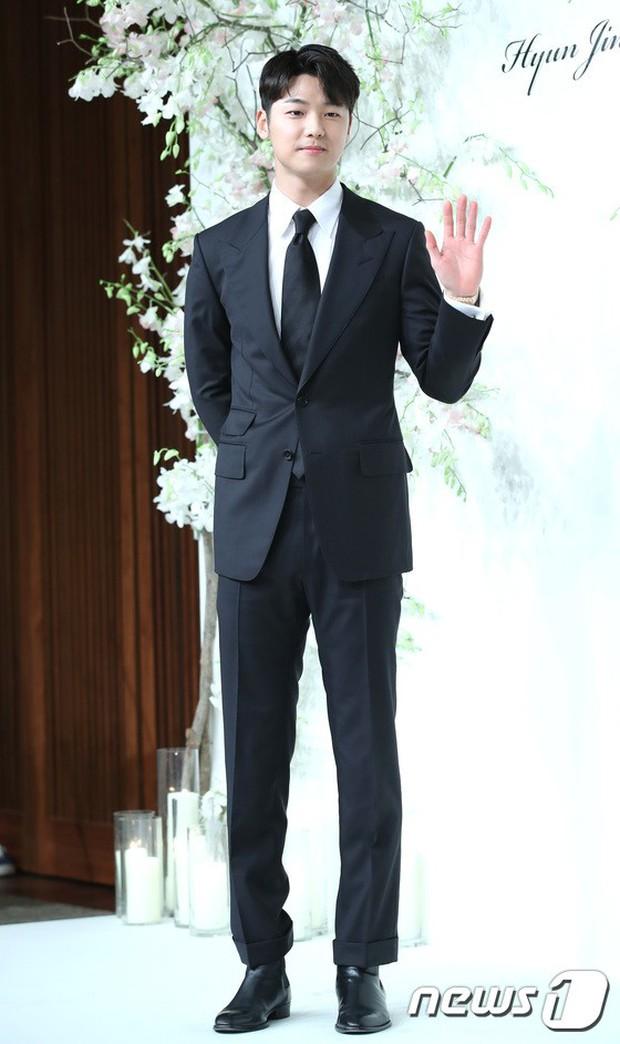 Đám cưới hội tụ toàn sao khủng: Lee Kwang Soo bỗng điển trai, Phạm Băng Băng Hàn Quốc bị mỹ nhân vô danh đè bẹp - Ảnh 16.