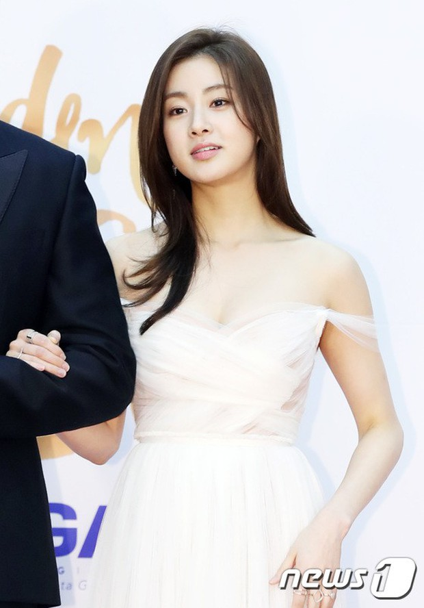 Thảm đỏ Golden Disc Awards: Bạn gái cũ Hyunbin trễ nải khoe ngực đầy bên Taeyeon diêm dúa, EXO và BTS đọ vẻ điển trai - Ảnh 6.