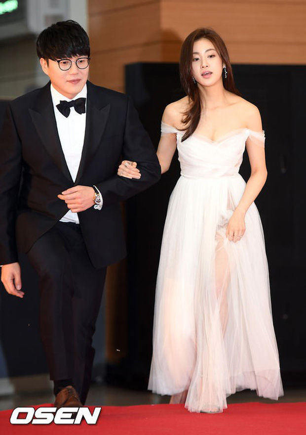 Thảm đỏ Golden Disc Awards: Bạn gái cũ Hyunbin trễ nải khoe ngực đầy bên Taeyeon diêm dúa, EXO và BTS đọ vẻ điển trai - Ảnh 2.