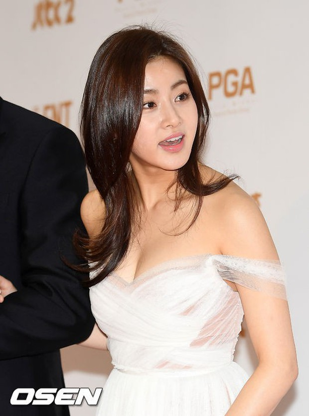 Thảm đỏ Golden Disc Awards: Bạn gái cũ Hyunbin trễ nải khoe ngực đầy bên Taeyeon diêm dúa, EXO và BTS đọ vẻ điển trai - Ảnh 7.