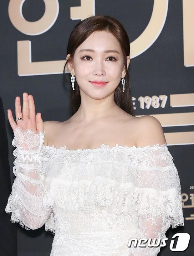 Thật như đùa: Suzy vượt mặt cả Lee Young Ae, thắng giải khủng tại SBS Drama Awards 2017 - Ảnh 6.