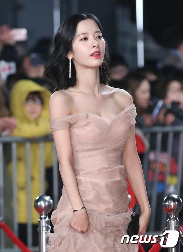 Thật như đùa: Suzy vượt mặt cả Lee Young Ae, thắng giải khủng tại SBS Drama Awards 2017 - Ảnh 12.