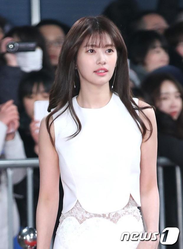 Thật như đùa: Suzy vượt mặt cả Lee Young Ae, thắng giải khủng tại SBS Drama Awards 2017 - Ảnh 13.