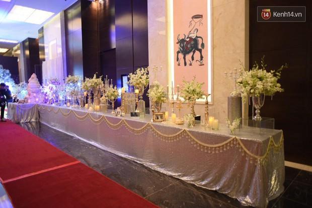 Ngọc Duyên cực xinh đẹp, hạnh phúc sánh đôi bên ông xã hơn 18 tuổi trong tiệc cưới xa hoa tại Hà Nội - Ảnh 17.